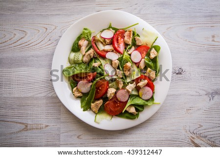 salad with spinach and turkey