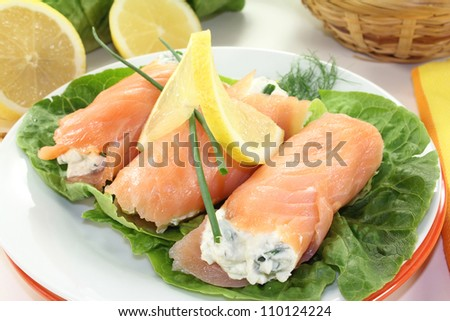 Salmon rolls with cream cheese and chives