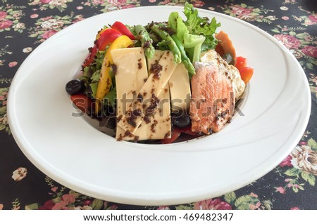 Salmon salad with cheese