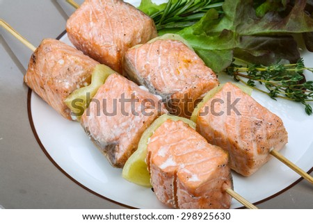 Salmon skewers with rosemary, salad, pepper and spices