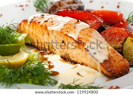 Salmon Steak with Grilled Vegetables, White Sauce and Lime - stock photo