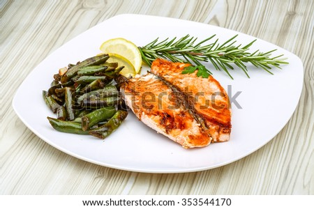 Salmon steak with roasted green beans and lemon