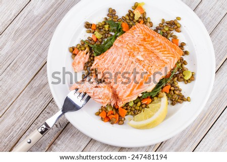 Salmon with Lentils and Arugula
