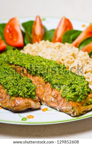 Salmon with pesto and brown natural rice