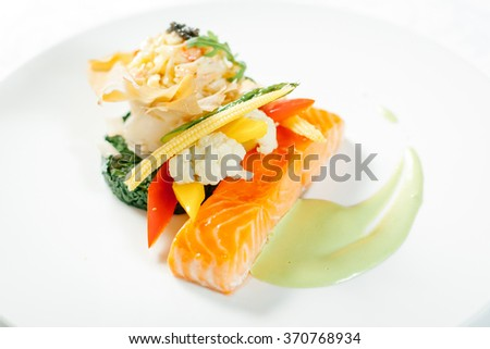 Salmon with spinach garniromom and vegetables with sauce