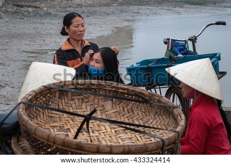 SAM SON, Vietnam, March 18, 2016 bike pack, women's groups, as fishermen Sam Son, Thanh Hoa, Vietnam