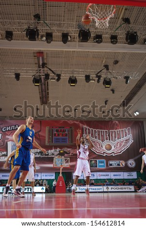 SAMARA, RUSSIA - DECEMBER 17: Aaron Miles of BC Krasnye Krylia throws from the free throw line in a game against BC Khimki on December 17, 2012 in Samara, Russia. - stock photo