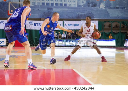 SAMARA, RUSSIA - NOVEMBER 09: BC Krasnye Krylia guard Aaron Miles (32), with ball, is on the attack during the BC Neptunas game on November 09, 2013 in Samara, Russia.