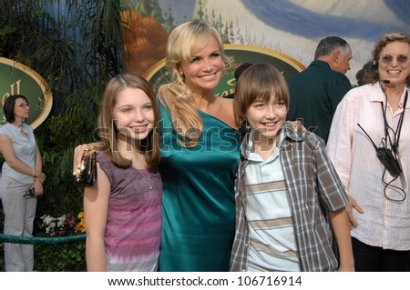 Sammi Hanratty with Kristin Chenoweth and Field Cate  at the Premiere Screening of Disney's 'Tinker Bell' DVD. El Capitan Theatre, Hollywood, CA. 10-19-08