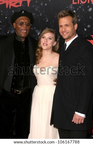 Samuel L. Jackson with Scarlett Johansson and Gabriel Macht   at the Los Angeles Premiere of 'The Spirit'. Grauman's Chinese Theatre, Hollywood, CA. 12-17-08 - stock photo