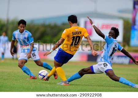 SAMUTPRAKAN,THAILAND, JUNE 2015:Suppasek Kaikaew(y) of BGFC in action during geam Thailand F.A.cup 2015 between Bangkok Glass FC and SAMUTPRAKAN FC at Laem-Fa-Pha Stadium on  JUNE 24, 2015 in Thailand