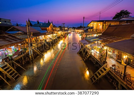SAMUTSONGKRAM-AMPHAWA-THAILAND-MARCH-5-2016:The Amphawa floating market in evening during the sunset time-Community settlement along Amphawa canal, 110 km from Bangkok and cultural tourist destination