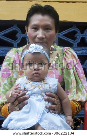 San Blas , Kuna Yala, Panama - October: Kuna woman poses with her daughter and her traditional costume. October 2008 in Kuna Yala, Panama . - stock photo