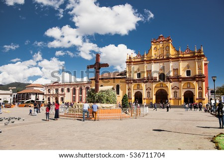 SAN CRISTOBAL DE LAS CASAS, MEXICO - DEC 11, 2015: Main square with Cathedral in San Cristobal de las Casas on Dec 11, 2015, Chiapas, Mexico. It is a cultural capital of Chiapas