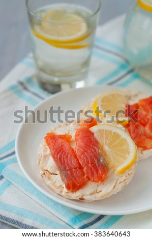 Sandwich with salted salmon and cream cheese