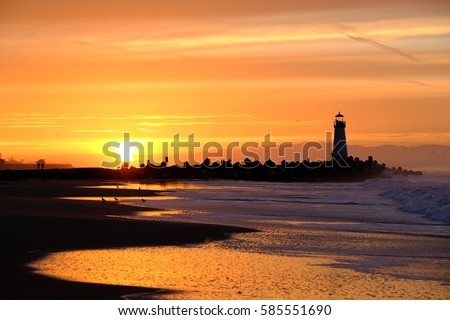 stock photo santa cruz breakwater light walton lighthouse at sunrise pacific coast california usa 585551690 - Каталог — Фотообои «Закаты, рассветы»