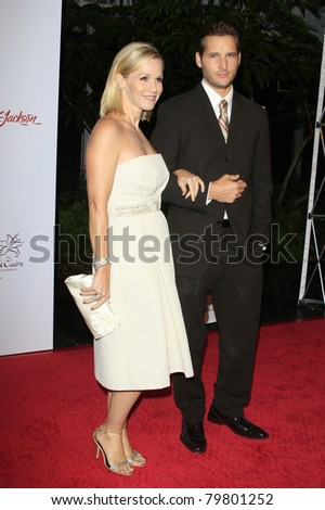 SANTA MONICA, CA - OCTOBER 04: Jennie Garth and husband Peter Facinelli at the Lili Claire Foundation's 11th Annual Benefit Dinner on October 4, 2008 in Santa Monica, California