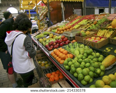 SAO PAULO, BRAZIL, AUGUST 30, 2003.  People buying fruits at Municipal Market (Mercado Municipal), Sao Paulo, Brazil.
