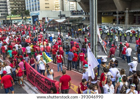 Sao Paulo, SP, Brazil. 18th Mar, 2016. Mass demonstration pro government Dilma Rousseff and favour to maintain former president Luiz Ignacio Lula da Silva as chief of staff in Paulista Avenue