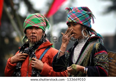 SAPA - FEB 22: Unidentified women sellers of the flower H'mong indigenous tribe in the local market. H'mong tribe is one of the minority tribes in Northern Vietnam. On Feb. 22, 2013 in Sapa, Vietnam