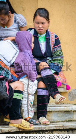 SAPA, VIETNAM - SEP 20, 2014: Unidentified Hmong woman in the Hmong traditional costume and her children. Hmong people is a minority ethnic group living in Sapa