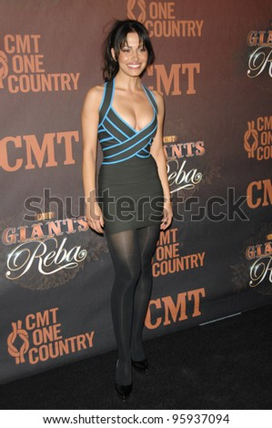 SARAH SHAHI at the first CMT Giants concert honoring country star Reba McEntire, at the Kodak Theatre, Hollywood. October 26, 2006  Los Angeles, CA Picture: Paul Smith / Featureflash