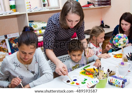 Saratov, September,  8 2016:  kids participate in  part in art drawing workshop in developing the Studio city Saratov