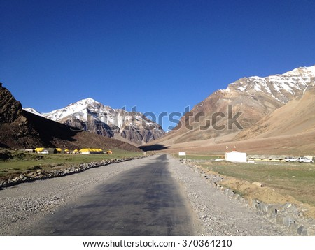 Sarchu camping tents at the Leh - Manali Highway. Leh - Manali Road is a highway in northern India connecting Leh in Ladakh in Jammu and Kashmir state and Manali in Himachal Pradesh state - stock photo