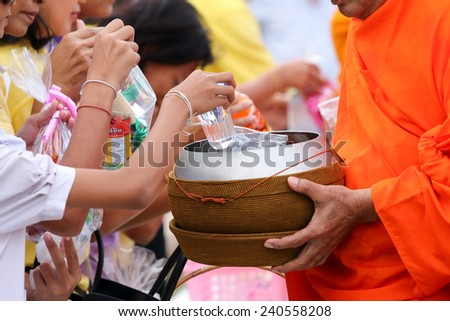 Satun, Thailand - December 30, 2014, at 07.30 AM: public offering food to monks. On the eve of the New Year to be reached. In Satun, Thailand will have merit by giving food to monks held annually.