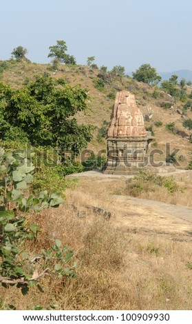 scenery around the Aravalli Range in Rajasthan (India) including a old stone monument