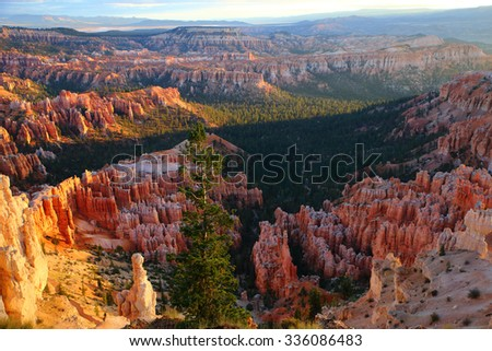 Scenic view of the Amphitheater from Inspiration Point at sunrise, Bryce Canyon National Park, Utah, USA