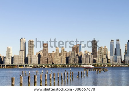 Scenic view of the New York Manhattan skyline seen from across the Hudson River in Edgewater, New Jersey.
