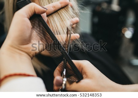 girls doing scissors