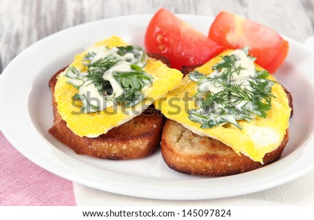 Scrambled eggs and toast on plate close-up