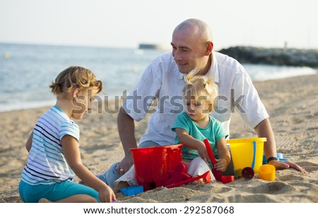 sea beach and dad with daughters there - stock photo