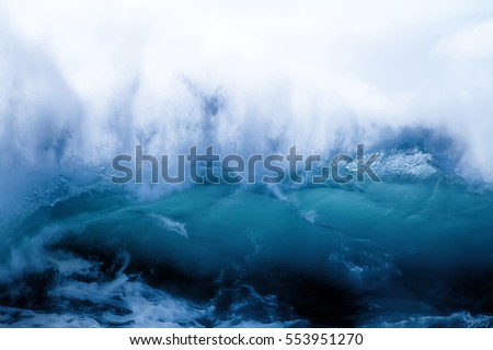 Sea wave on clearance. Wave collapses: unfilled porosity, see structure of crest, fix picture: structural zones and breakdown. Physics-energy collapsing. Analogical wave impossible - concept of end