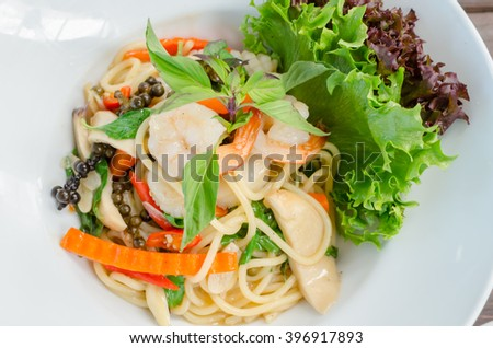 Seafood spicy stir-fried spaghetti, Drunken noodle