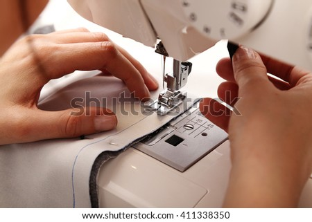 Seamstress sewing using a sewing machine