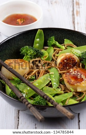 Seared Scallops with Noodles and Vegetables