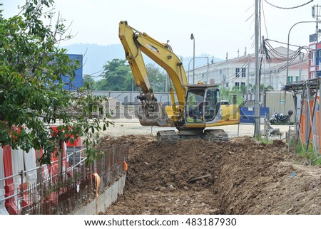 SELANGOR, MALAYSIA -AUGUST 08, 2016: Excavators machine is heavy construction machine used excavate soil at the construction. Powered by long hydraulic arm with bucket. Operate by workers.