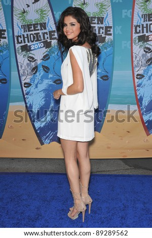 Selena Gomez at the 2010 Teen Choice Awards at the Gibson Amphitheatre, Universal Studios, Hollywood. August 8, 2010  Los Angeles, CA Picture: Paul Smith / Featureflash - stock photo