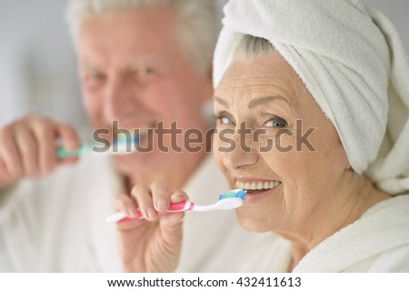 Senior couple with toobrushes