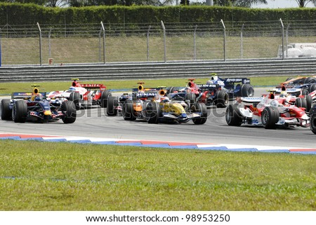 SEPANG, MALAYSIA-APR 8:Formula one (F1) drivers negotiate a corner at Turn 2 during Petronas Malaysian Grand Prix in Sepang, Malaysia on April 8, 2007. Fernando Alonso of McLaren Mercedes won the race - stock photo