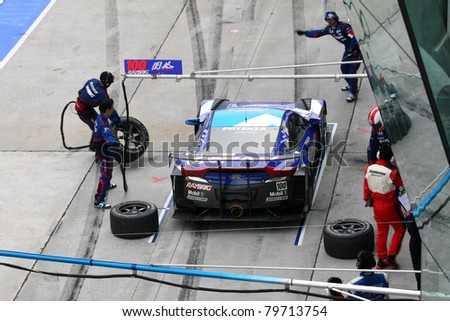 an essay on the work of the pit crew Ann arbor, mich nascar's brightly painted race cars and superhero-status drivers might not be familiar to every person on the planet, but the symbolism of a well-oiled pit crew comes through in any language - better teamwork makes teams work better.