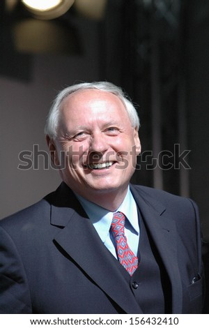 SEPTEMBER 16, 2005 - BERLIN: Oskar Lafontaine at a party election rally of the PDS Linkspartei (Socialist Party) on the Schlossplatz in Berlin.