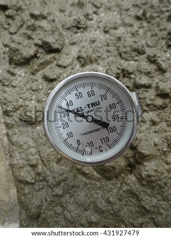 Seremban malaysia january 23 2014 thermometer stock photo for What temperature to pour concrete outside