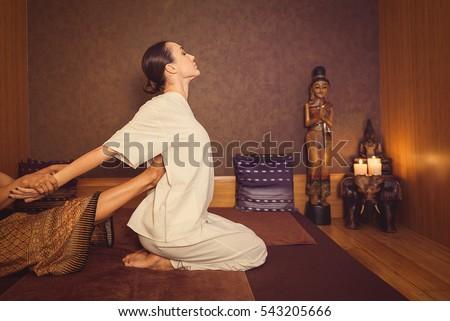 masaje arrastramiento sentando