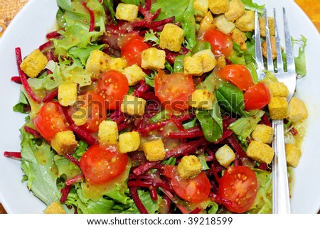 Served green salad with tomatoes and croutons