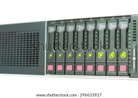 Server machine technology and array disk storage configuration in server room