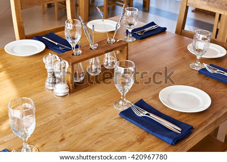Serving dinner table in a restaurant